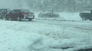 Thirty Car Pile up in the Snow - Video