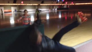 Skating man fails at the roller rink - Video