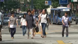 North Koreans sign up to fight the South: state media - Video