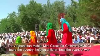 Afghan circus lifts spirits - Video