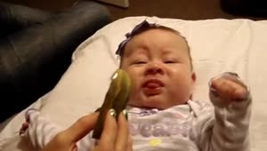 Adorable baby tries pickle for first time - Video