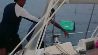 Boaters Rescue Stranded Drifter - Video