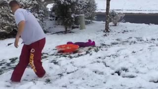 Dad snow daughter pulling fail - Video