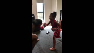 4-year-old shows off her impressive boxing skills! - Video