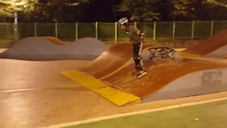 Roller skates woman tries to go up skate park ramp and hits back head - Video