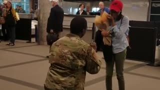 Soldier Proposes to Girlfriend after Deployment