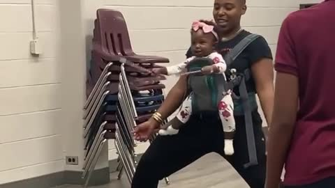 8-month-old baby incredibly helps turn double Dutch