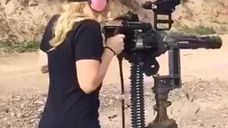 Girl and machine guns are lovely to be watch - Video