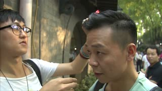 Plastic greenery headwear trend grows in Beijing - Video