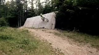 Wall ride attempt on mountain bike FAIL - Video