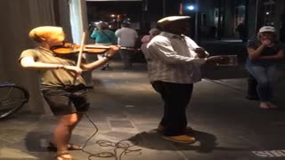 Violin Street Performer - Girl Playing Violin with The man Singing  - Video