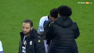 Neymar crying after match - Video
