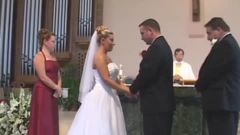 Couple can't stop laughing wedding fail