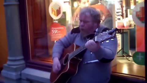 """A Man Sing """"Wind Of Changes"""" His Voice Will Amaze You"""
