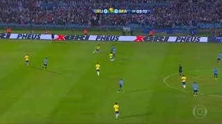 Neymar Humilla Uruguay players [2017] - Video