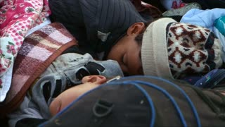 Weary and cold, migrants sleep in open air in Hungary - Video