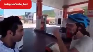 How Iranian man speaking English to a German tourist - Video