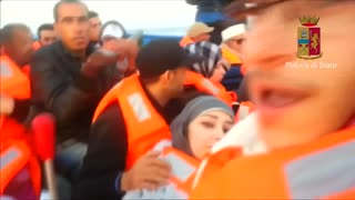 Migrant video shows boat conditions - Video