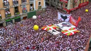 Opening of annual bull-running festival in Pamplona - Video