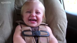 Adorable 1-year-old has the sweetest laugh - Video