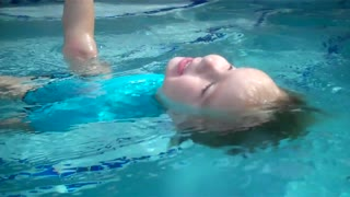 1-year-old demonstrates amazing swimming skills