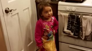 Toddler has huge argument with dad about candy - Video