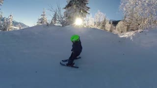2-year-old skiing prodigy shows off incredible skills - Video