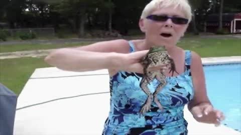 Woman Finds Frog In Her Pool That Keeps Calling For Its Mom