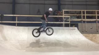 White helmet bmx 540 spin fail - Video