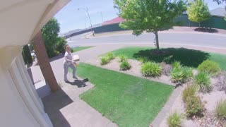 Woman Snags Package off Front Porch, Runs Off