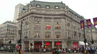 H&M summer sales exceed forecast