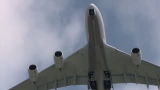 Experience travel on the World's largest commercial airplane - Video