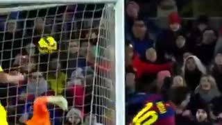 Messi weak foot goal - Video