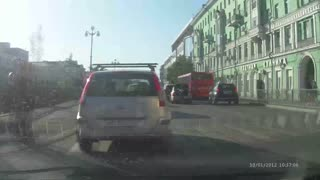 Car Accident Involving Four Female Drivers Holds Up Traffic - Video