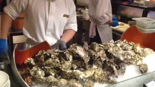 How to open the oyster shell - SKILLFUL OYSTER OPENING