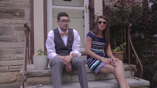 Couple uses rap skills to ask bridal party - Video