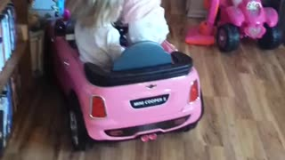 Madelyn falls out of car, says swear word - Video