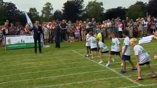 Prince William gets sporty - Video