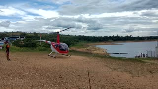 Helicopter Crashes into Lake - Video