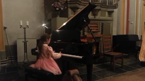M.Clementi, Sonatine Op.36 Nr.1 Xuanna at 8 years old.