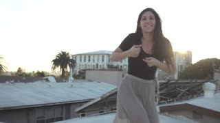 "Hermoso baile sobre un techo de un cover de ""Patience"" de The Lumineers - Video"