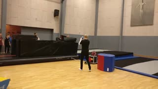 Black pants gym jump fail - Video