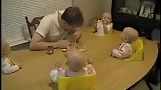 Baby laugh like crazy lip 2 - Video