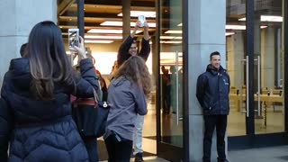 First iPhone X Sold in Spain - Video