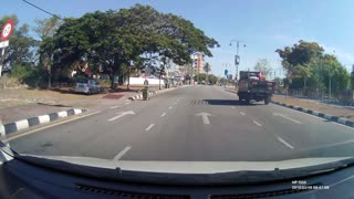 DashCam-The lorry driver changing lane without signal
