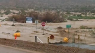 flash flood on i-15 30 miles north of las vegas - Video