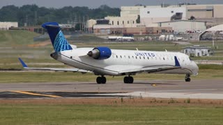 GoJet CRJ-700 Departing St. Louis Lambert International Airport