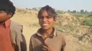 What a beautiful voice of these two Pakistani village boys