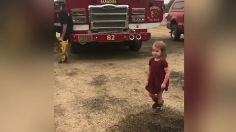 2-year-old passes out burritos to tired firefighters battling Carr Fire
