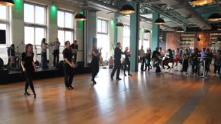 Spontaneous Irish music and dancing inside Guinness Storehouse in Dublin - Video